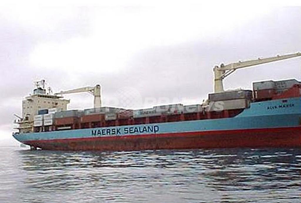 ソマリア沖で海賊に襲われた米貨物船、船長が人質に