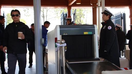 上海ディズニーが再び安全検査を改善、X線検査機を導入