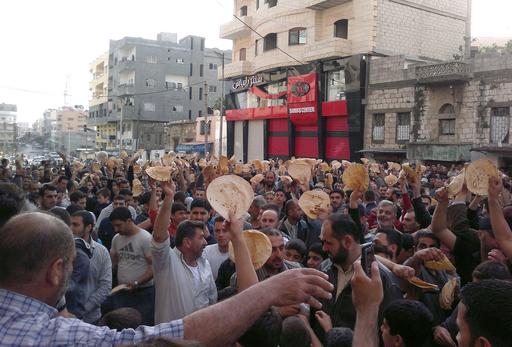 シリア軍、首都郊外で300人以上を拘束