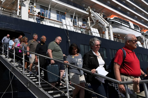 カンボジア下船客、感染判明で波紋 マレーシアは検査の正確性主張