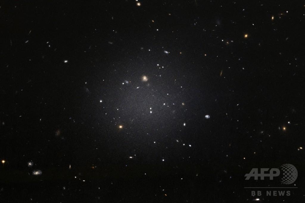 暗黒物質ない銀河、6500万光年先で「ありえない」発見