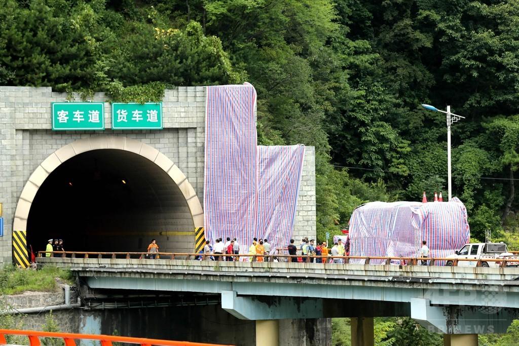 高速バスがトンネルの壁に激突、36人死亡 中国・陝西省