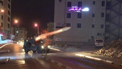 動画:イスラエル軍がヨルダン川西岸で急襲、パレスチナ人ら投石で応戦