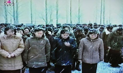 雪の中、「将軍様」の死を嘆く国民 北朝鮮