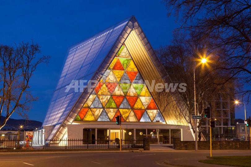 NZ地震で被害の大聖堂跡に「紙の聖堂」がオープン