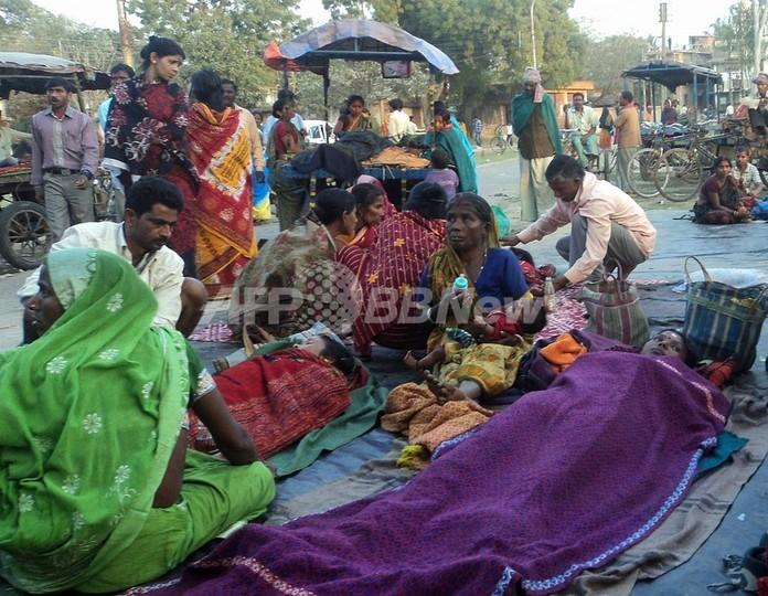 避妊手術した女性を次々野外に放置、インドの病院