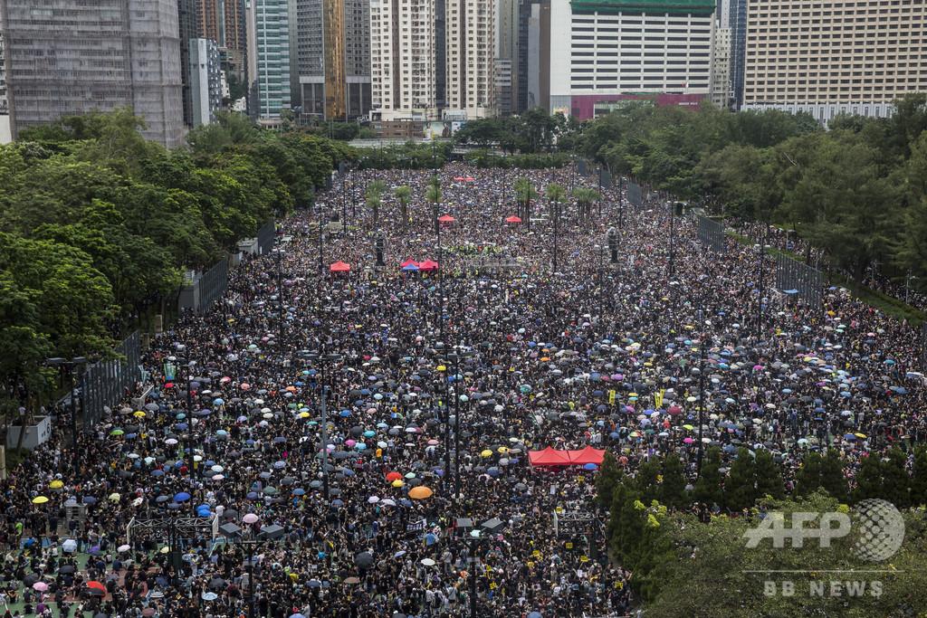 香港の民主派デモに170万人以上、警察との衝突見られず