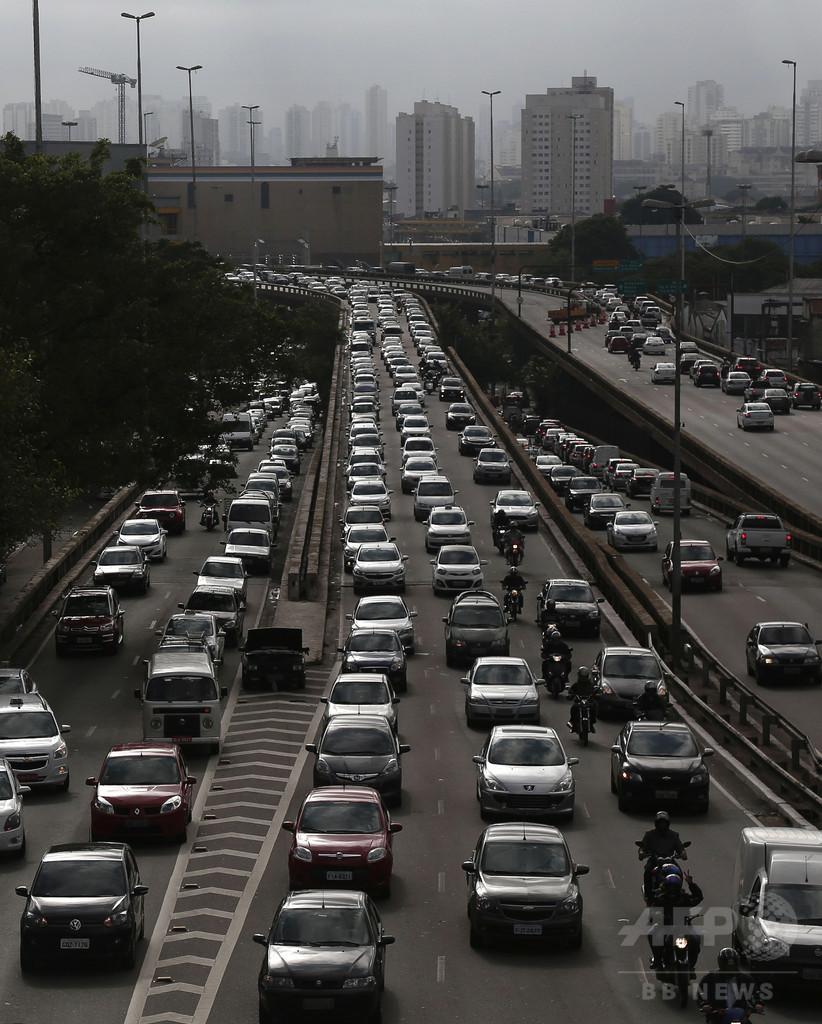 「空のタクシー」で大渋滞回避、格安ヘリ配機アプリ登場 ブラジル