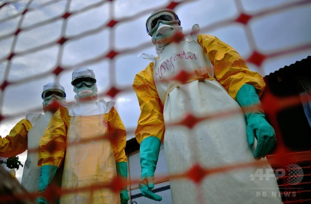 シエラレオネでエボラ感染疑いの女性死亡、終息宣言直後