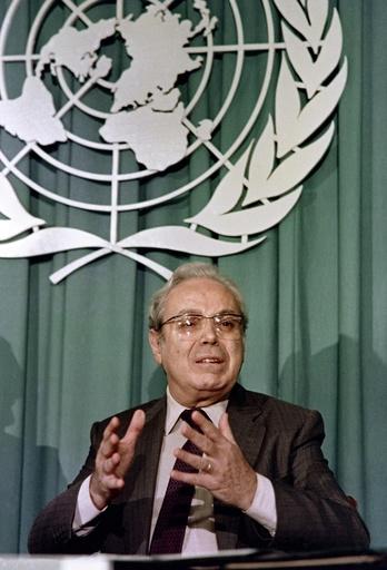 「天性の平和主義者」 デクエヤル元国連事務総長死去、100歳