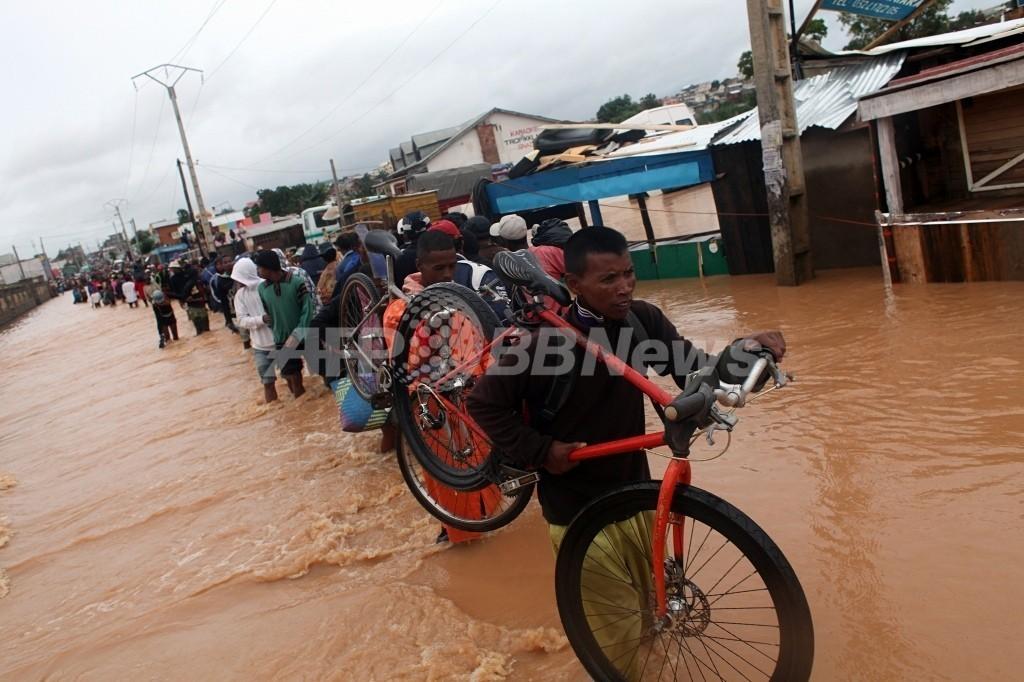 マダガスカル、熱帯性低気圧「イリーナ」の直撃で65人死亡