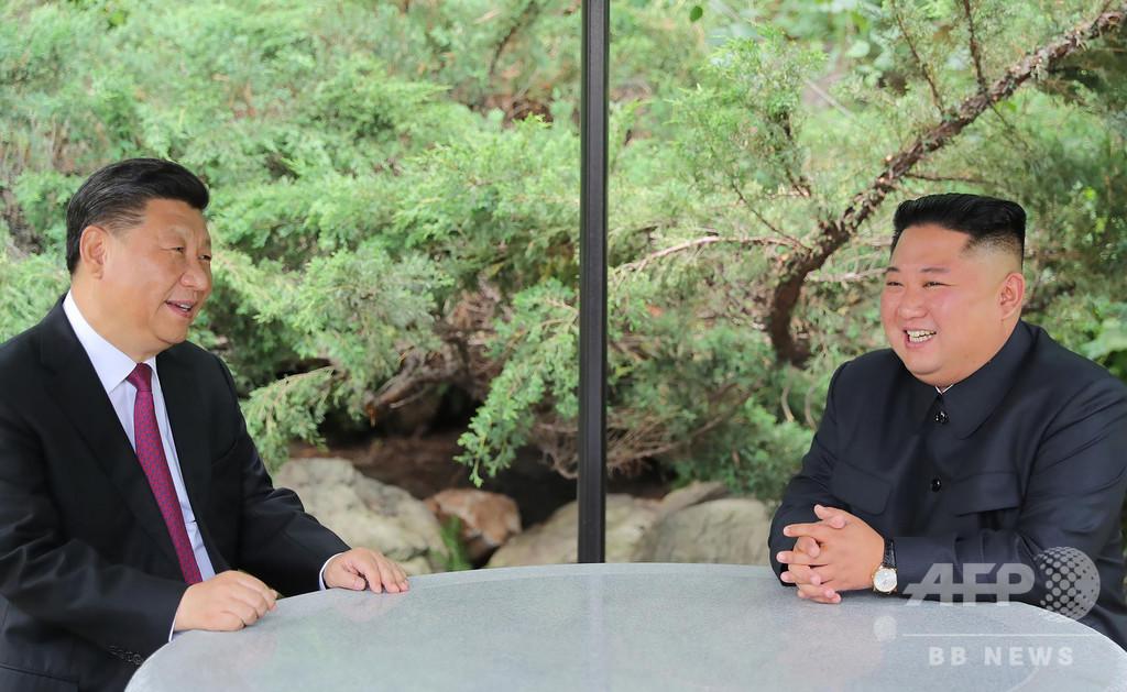 中朝首脳、国交70年で両国関係たたえる
