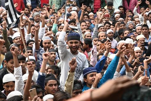 インド市民権法めぐる抗議デモ、各地に拡大 首相の出身地でも