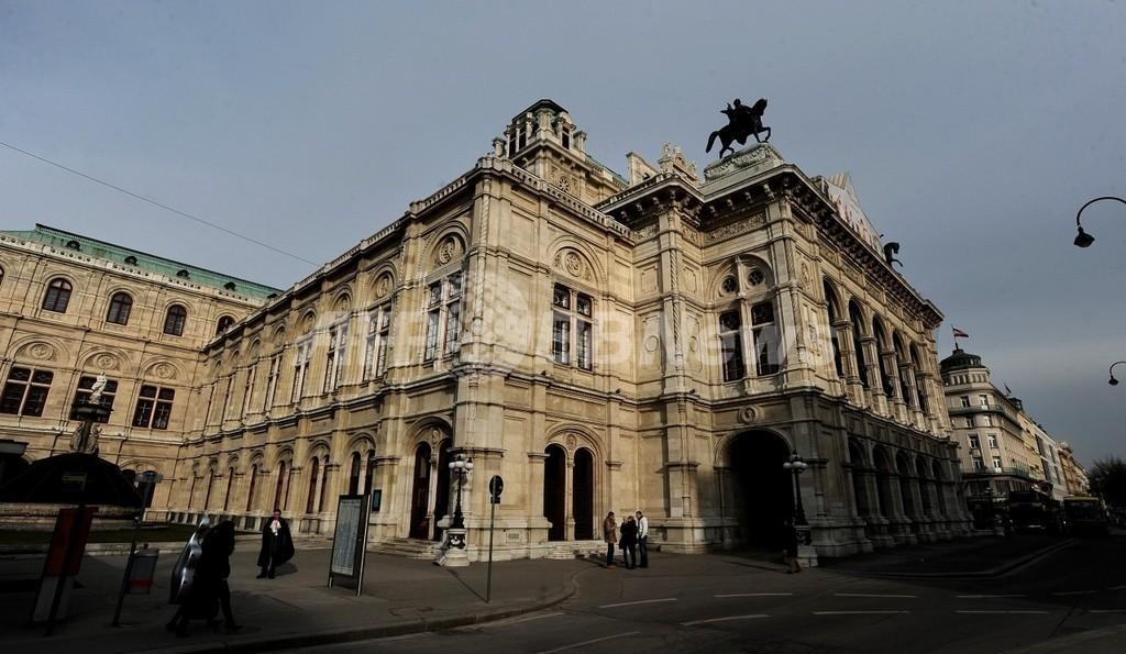 ウィーン国立歌劇場の屋上でミツバチ6万匹飼育、国際生物多様性年で