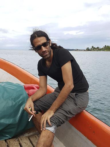 豪亡命希望のクルド難民に文学賞、施設収容中に携帯電話で執筆