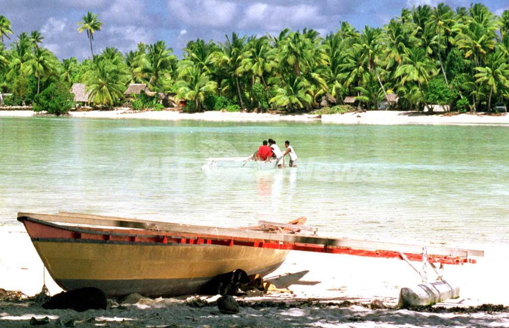 太平洋漂流1か月、キリバスの漁師2人が生還