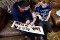 トランスジェンダーとして成長する子ども、米国のある家族が経た葛藤