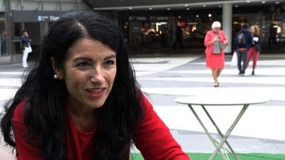 スウェーデンの移民受け入れ姿勢に喝、元クルド兵女性議員 総選挙を前に語る
