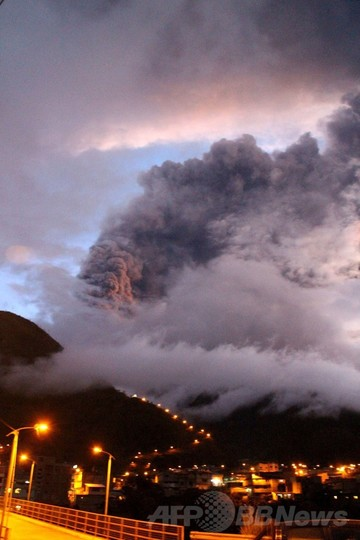 エクアドルの「火の喉」トゥングラウア火山に大規模噴火の懸念
