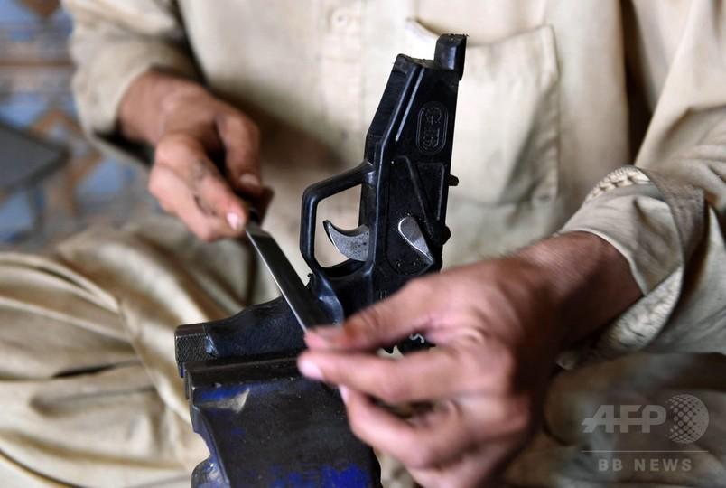 銃がスマホより安いパキスタンの町