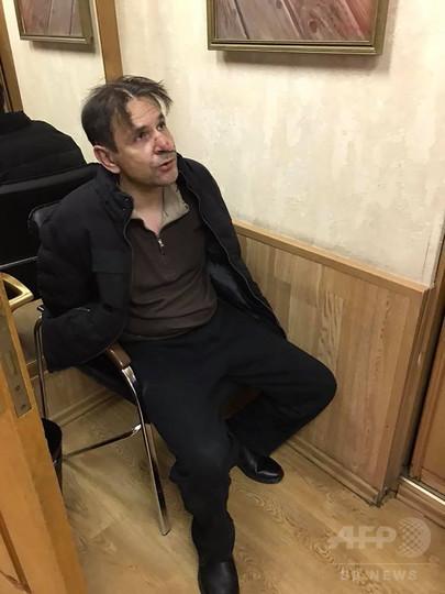 政権に批判的なラジオ局に男侵入、女性司会者の首を刃物で刺す ロシア