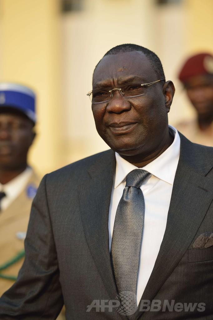 中央アフリカ大統領、宗教間の衝突を阻止できず辞任