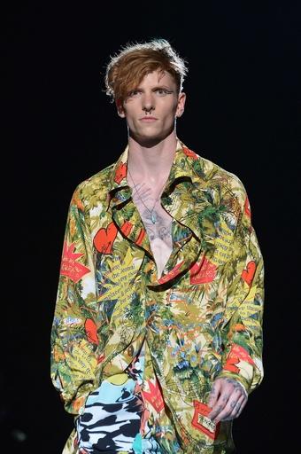 ユニークなテキスタイルで彩る、「ヴィヴィアン・ウエストウッド」15年春夏メンズ