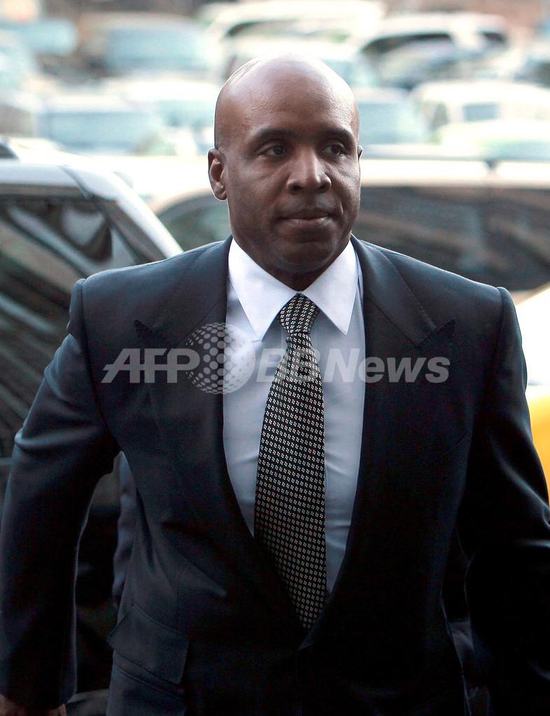 ボンズ被告に保護観察処分と自宅謹慎の判決
