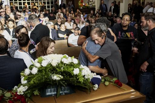 テキサス銃撃事件で妻亡くし天涯孤独の男性、全市民に葬儀への参列呼び掛け
