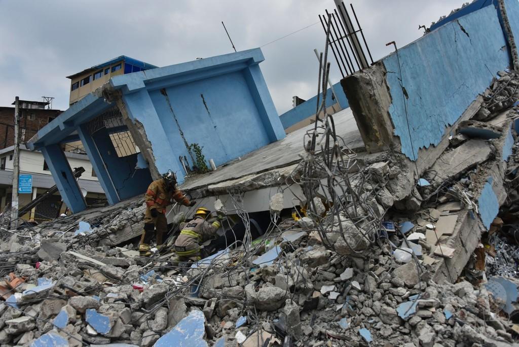 洪水の次は大地震… 二重苦に襲われたエクアドルの町
