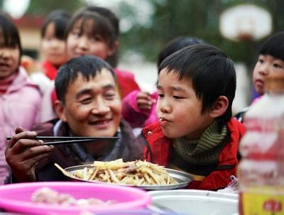 料理の力を信じて…留守児童に手料理を作り続ける校長 江西省鷹潭市