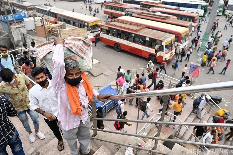インド、1日の感染者数31万4835人 世界最多に 「二重変異株」猛威か