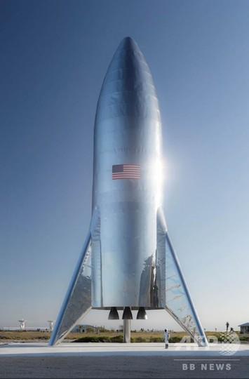 マスク氏、レトロな新型ロケット「スターシップ」試験機を披露