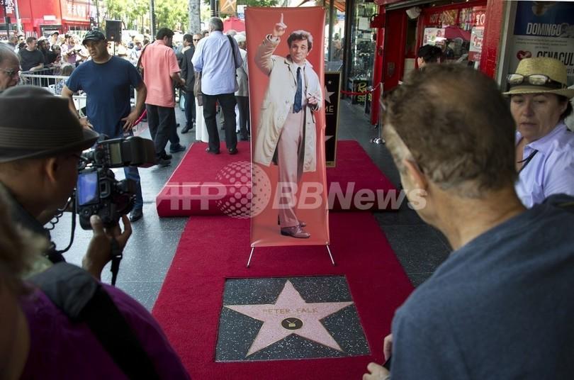 故ピーター・フォークさんの星形プレート、ついにハリウッドに