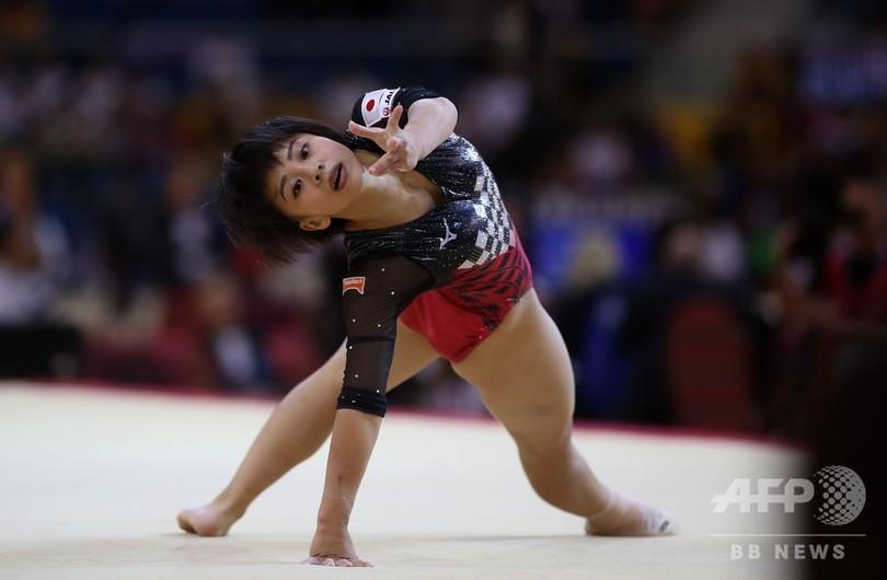 村上が日本女子初の世界体操銀メ...