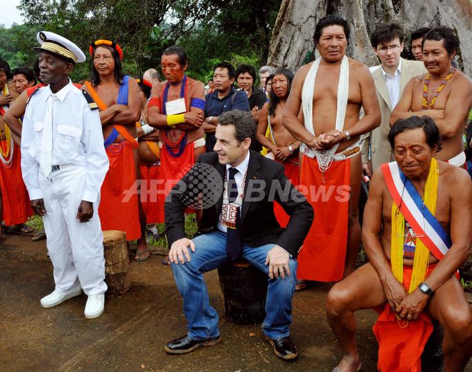 仏大統領、仏領ギアナ訪問 写真3...