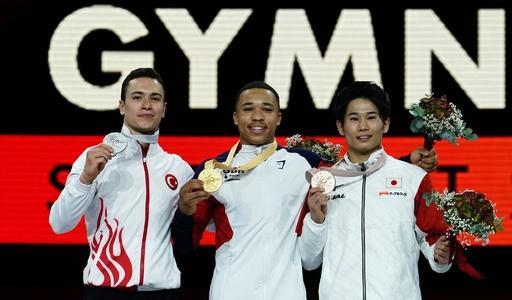 萱和磨が男子平行棒で銅メダル、金はフレーザー 世界体操