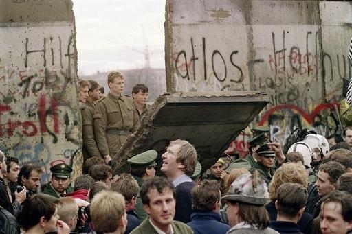 ベルリンの壁崩壊から20年、写真でふり返る熱狂