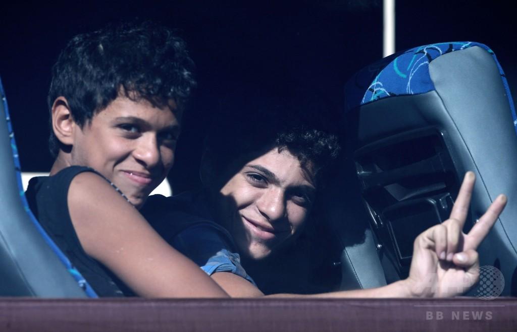 地中海で救助のシリア難民345人、キプロスで下船