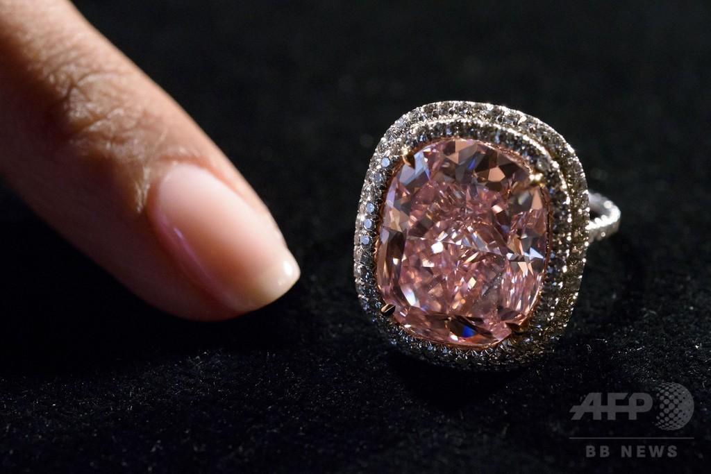 希少ピンクダイヤ、35億円で落札 スイス