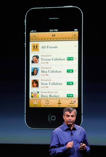 KDDIもiPhone4S発売、ソフトバンクの独占終わる