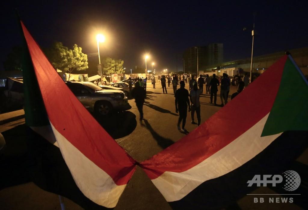 スーダン、デモ隊と軍事評議会が暫定統治体の構成などで合意