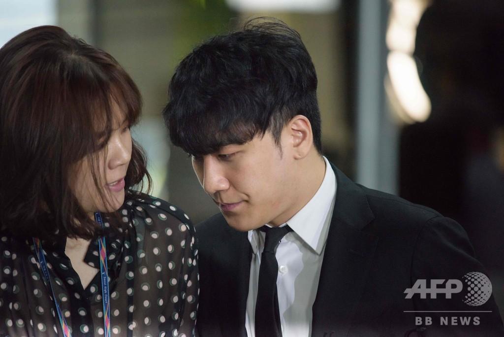 BIGBANG元メンバー、ソウル中央地裁に出頭 売春あっせん疑いで逮捕状審査