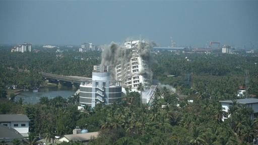 動画:343世帯入居の高級高層マンション爆破、環境規制違反で インド