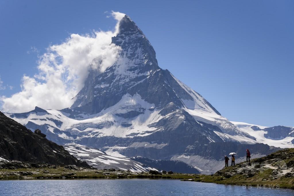 四肢切断の英登山家、マッターホルン登頂に成功