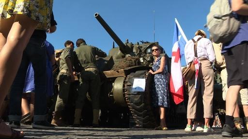 動画:パリ解放75周年を祝い再現パレード、新博物館もオープン