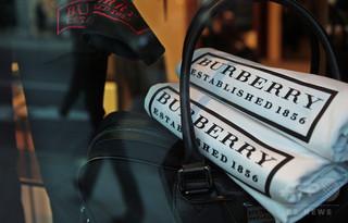 バーバリー、売れ残り商品42億円相当を焼却処分 ブランド保護対策で