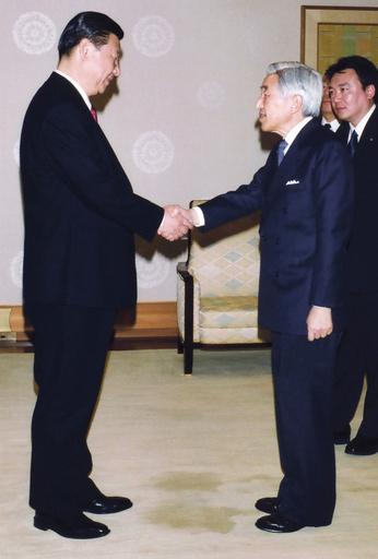 天皇陛下が習副主席と会見、「慣行破り」論議の中