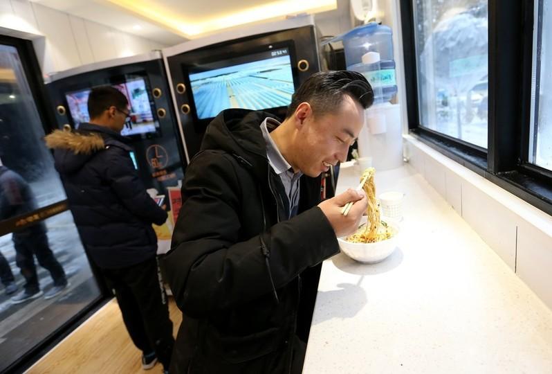 無人ラーメン館が西安市に開店 1分で熱々のラーメン