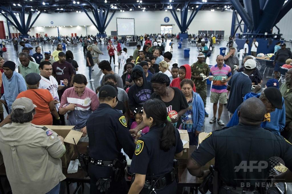 大洪水の米ヒューストン、「ハービー」再上陸に備え住民救助急ぐ